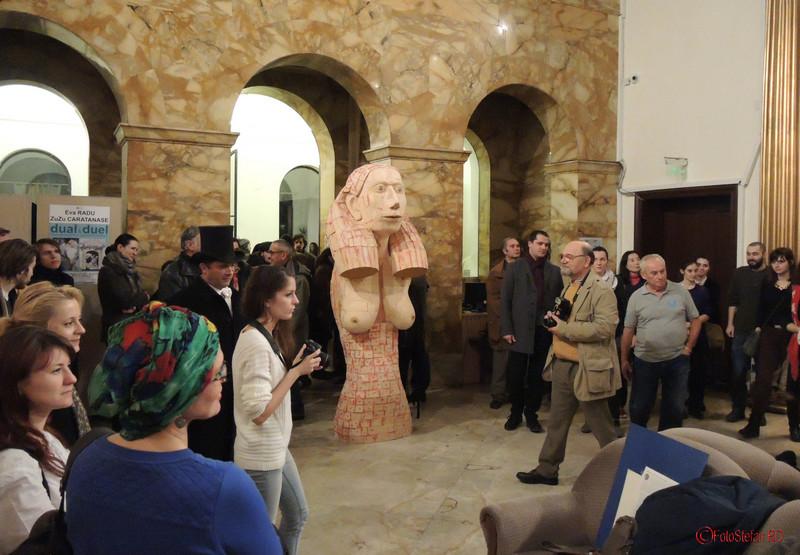 """Expozitia de pictura, gravura si sculptura """"Dual & Duel"""" a artistilor Eva Radu si ZuZu Caratanase ICR Bucuresti"""