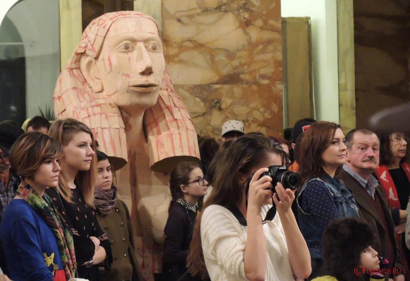 """foto poze vernisaj Expozitia de pictura, gravura si sculptura """"Dual & Duel"""" a artistilor Eva Radu si ZuZu Caratanase ICR Bucuresti"""