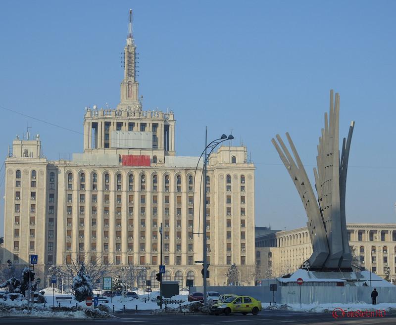 poza monument aripi Mihai Buculei