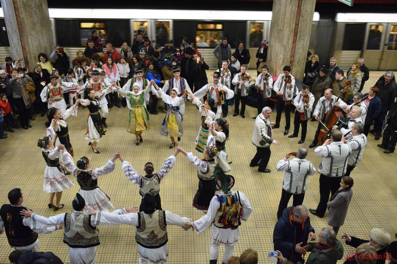poza foto hora unirii bucuresti metrou