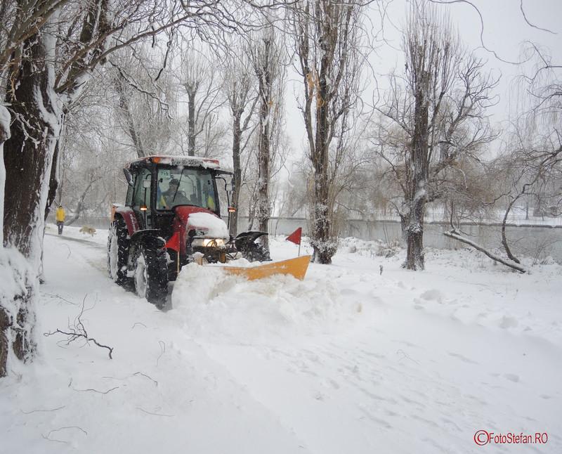 fotografie poza utilaj dezapezire parcul tineretului bucuresti ninsoare