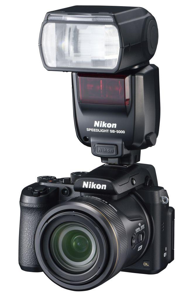 Nikon DL24-500 f/2.8-5.6 si Nikon SB5000