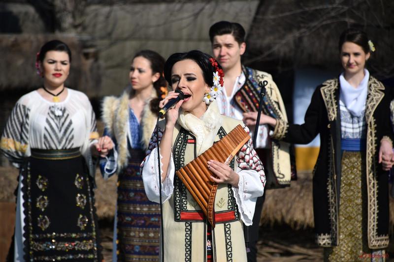 """poza foto loredana streche grupul folcloric """"Ramuri de câtec"""" Bucureşti"""