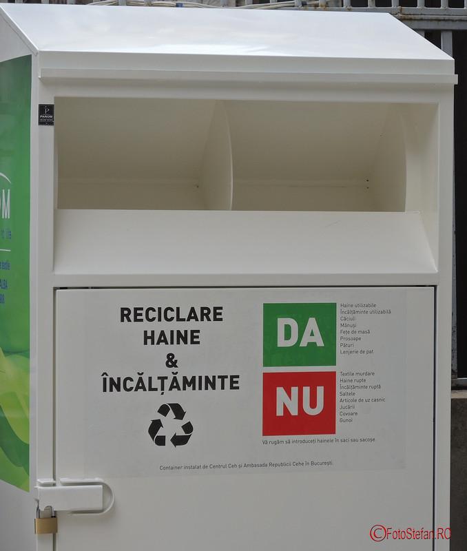 poza container pentru colectarea hainelor ce vor fi donate in scop umanitar