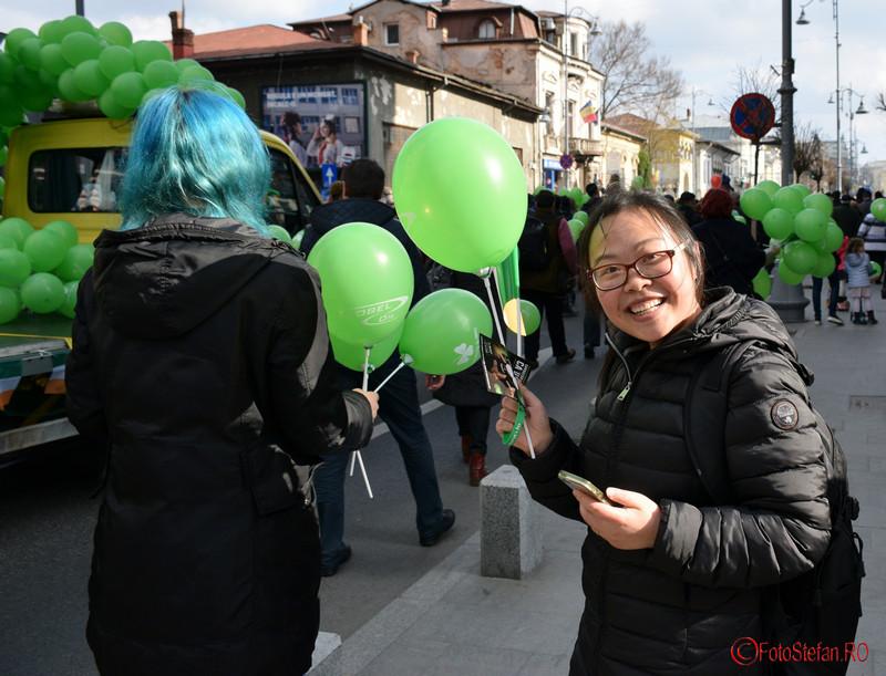 poza turist asiatic parada sfantul Patrick Bucuresti martie 2016
