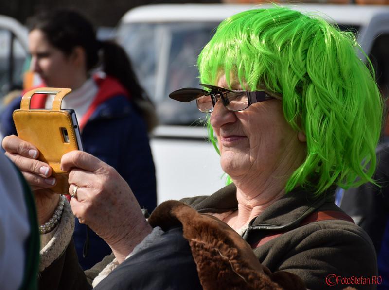 poza peruca verde parada sfantul patrick bucuresti martie 2016