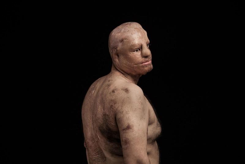 "fotojurnalistul Iranian Asghar Khamseh - premiul ""Fotograful Anului L'Iris d'Or"" pentru seria ""Fire of Hatred"""