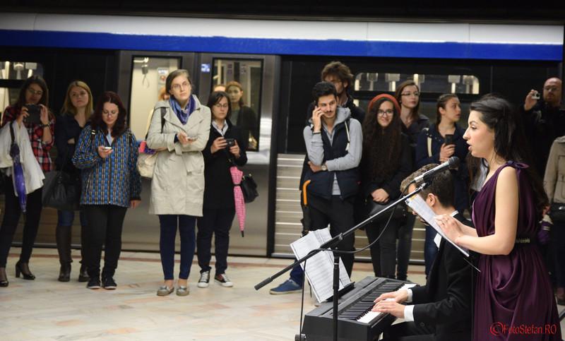 poze privitori spectatori concert muzica clasica metrou bucuresti