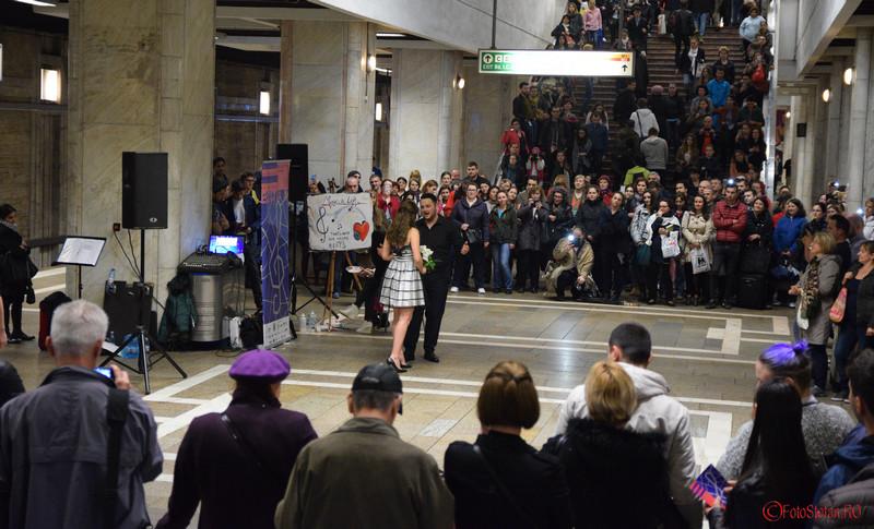 poze concert muzica clasica peron metrou bucuresti