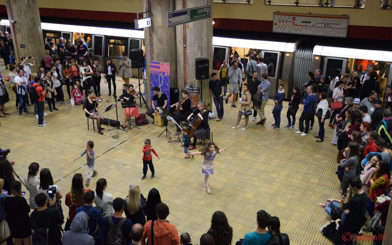 poze copii muzica clasica peron statie metrou unirea