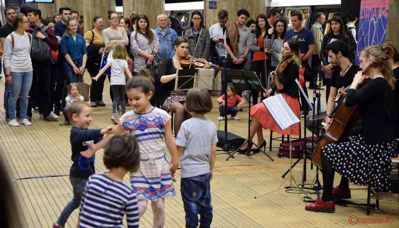 poze copii muzica clasica metrou bucuresti 2016