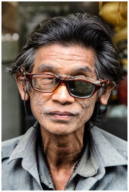 poza tailandez ochelari  lentila