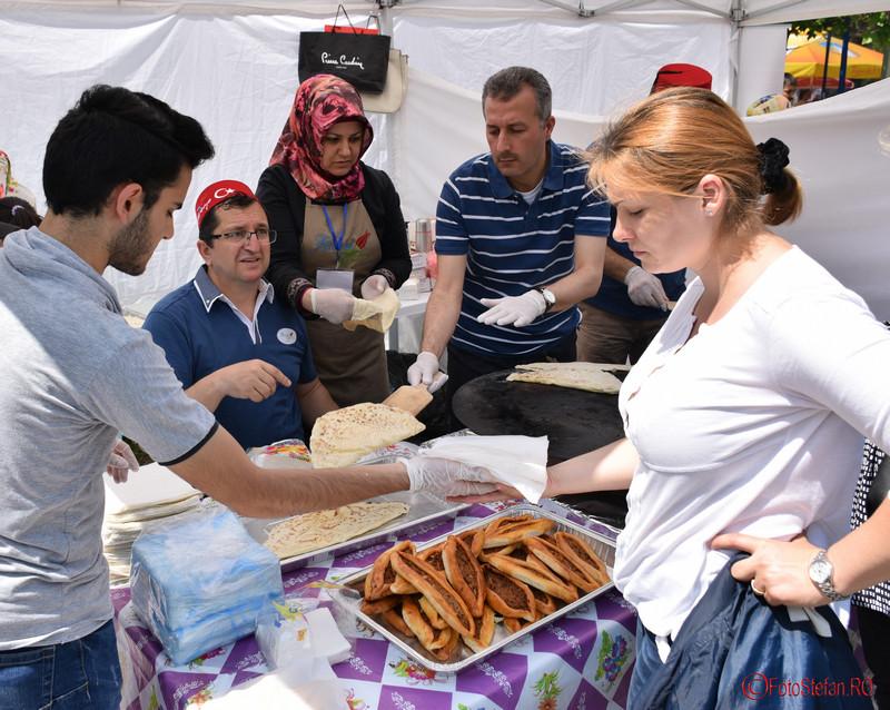 poza cumparare produs alimentar turcesc