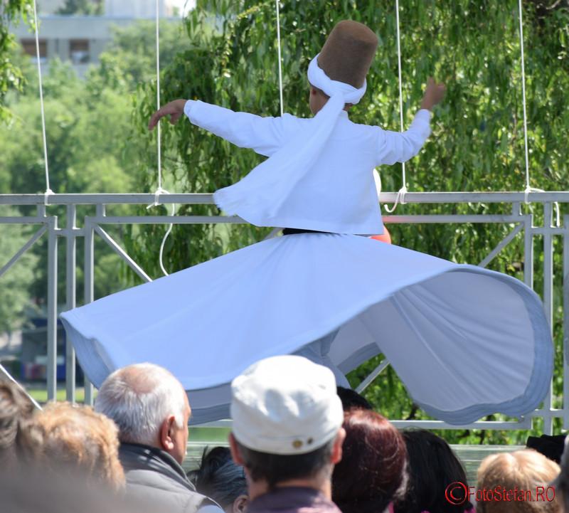 poza derviz rotitor copil festivalul turcesc