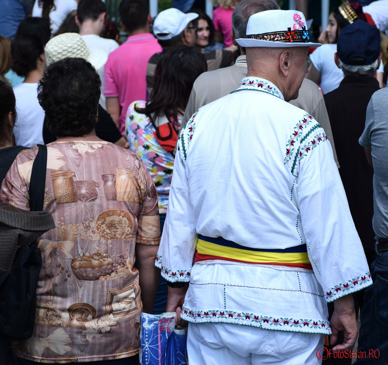 poza costum popular romanesc festivalul turcesc