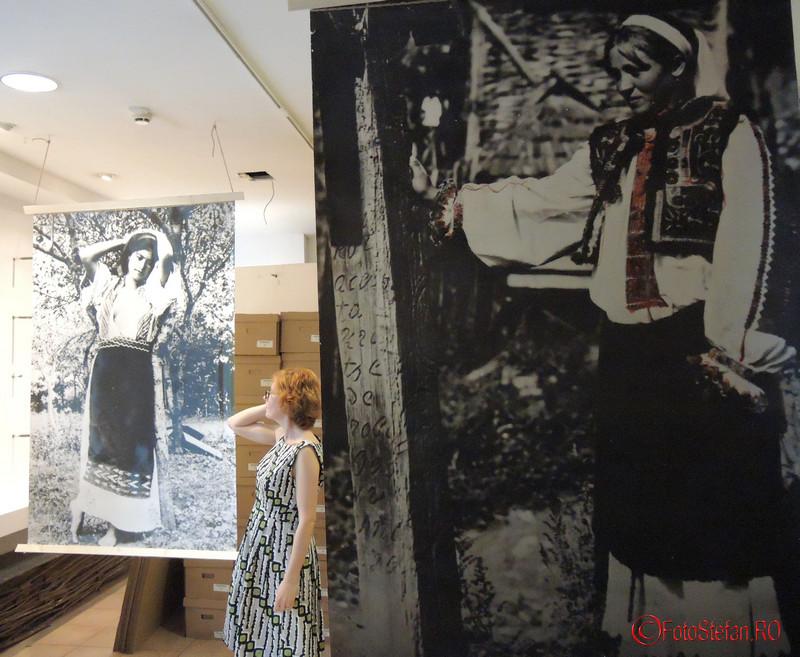 poza fata expozitie fotografii vechi mtr bucuresti