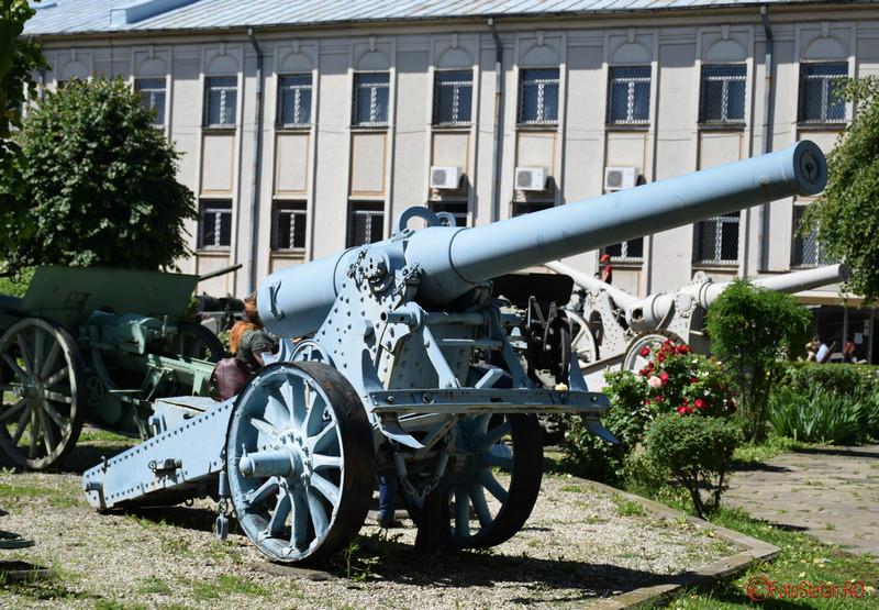 poza tun color curtea muzeului militar bucuresti