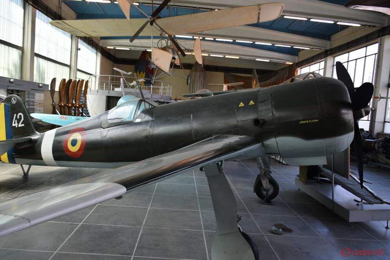 poza avion iar 80 muzeul militar bucuresti
