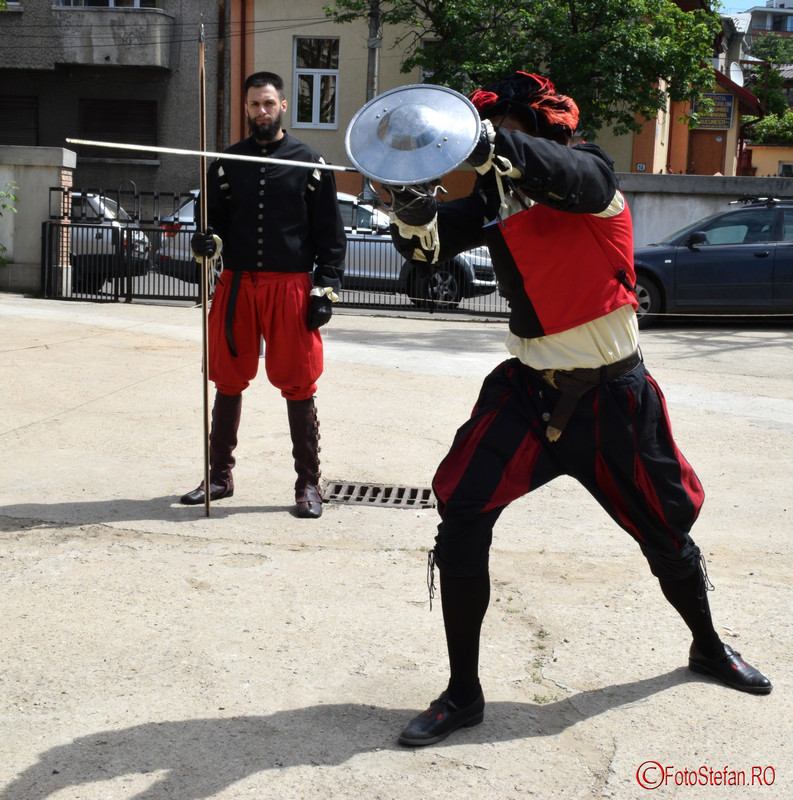 foto demonstratii arme medievale