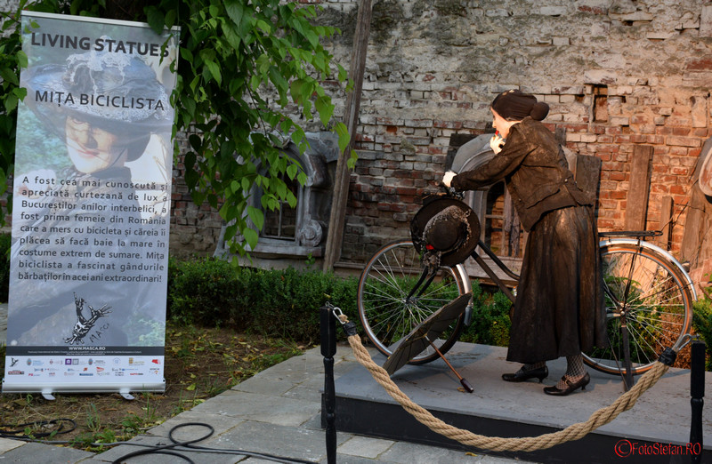 festivalul-statuilor-vivante-bucuresti-mita-biciclista-1