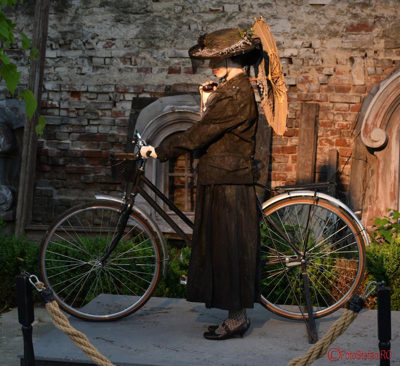 poza mita biciclista curtea casei cesianu