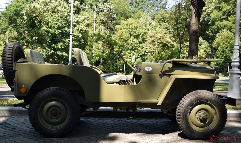 poza jeep vehicul istoric