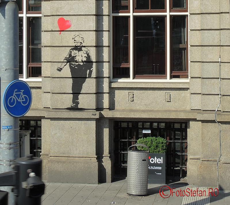 poza graffiti Banksy perete hotel art'otel Amsterdam