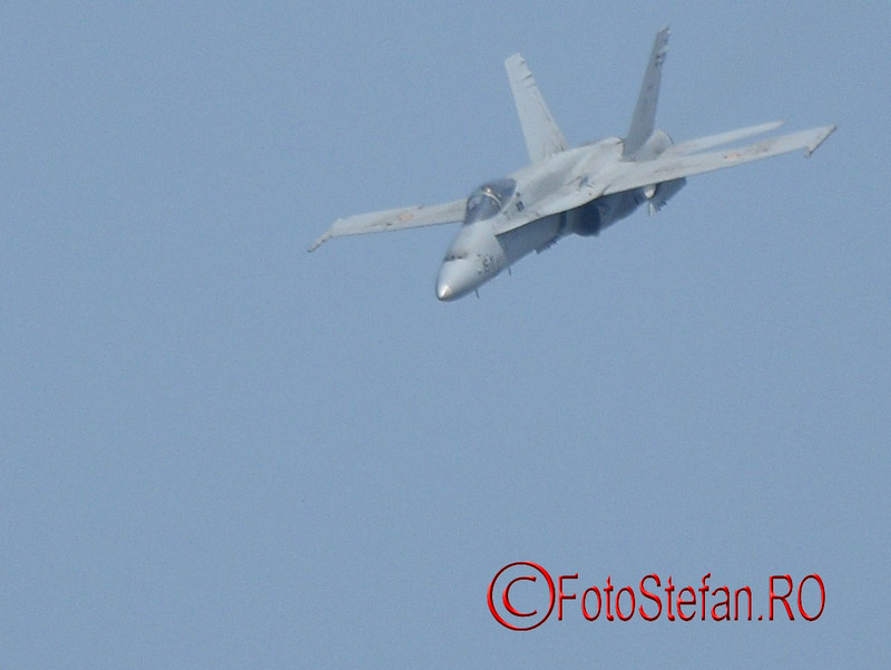 poze avion EF-18M Hornet airshow