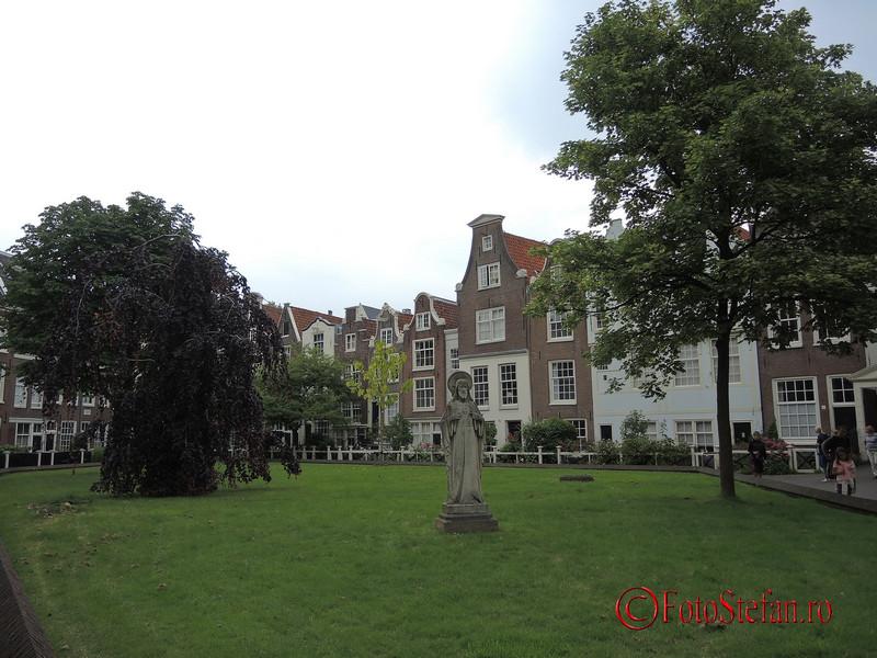 poza curtea interioara cartier Begijnhof