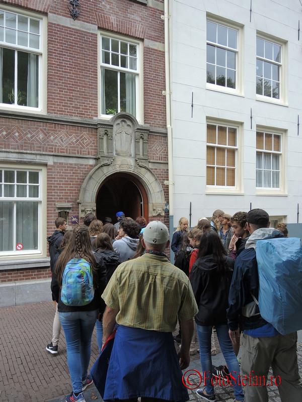 poza coada intare cartier Begijnhof amsterdam
