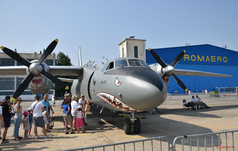 poza avion an-26 expozitie statica