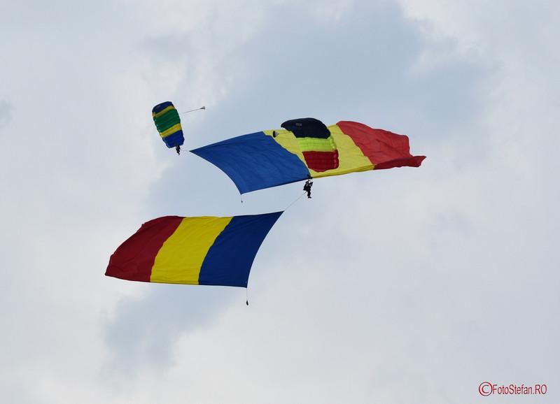 poze parasutisti steagul tricolor bias 2016