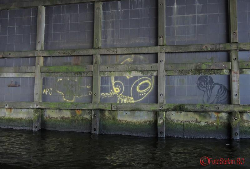 poza graffiti canal Amsterdam