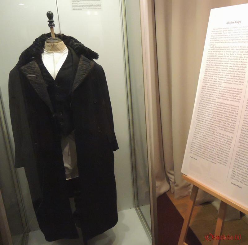 poza haine Nicolae Iorga