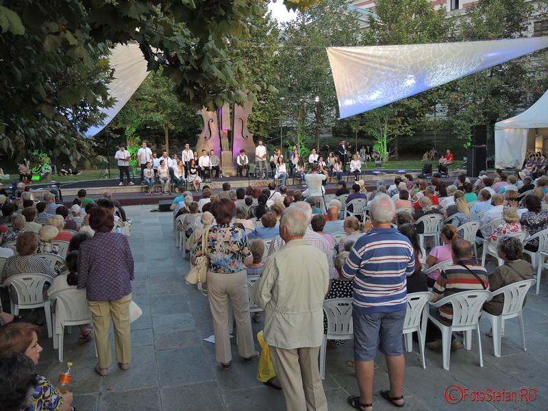 poze spectacol muzical parcul coltea bucuresti