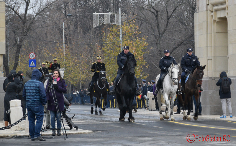 fotografii cai militari arcul de triumf bucuresti