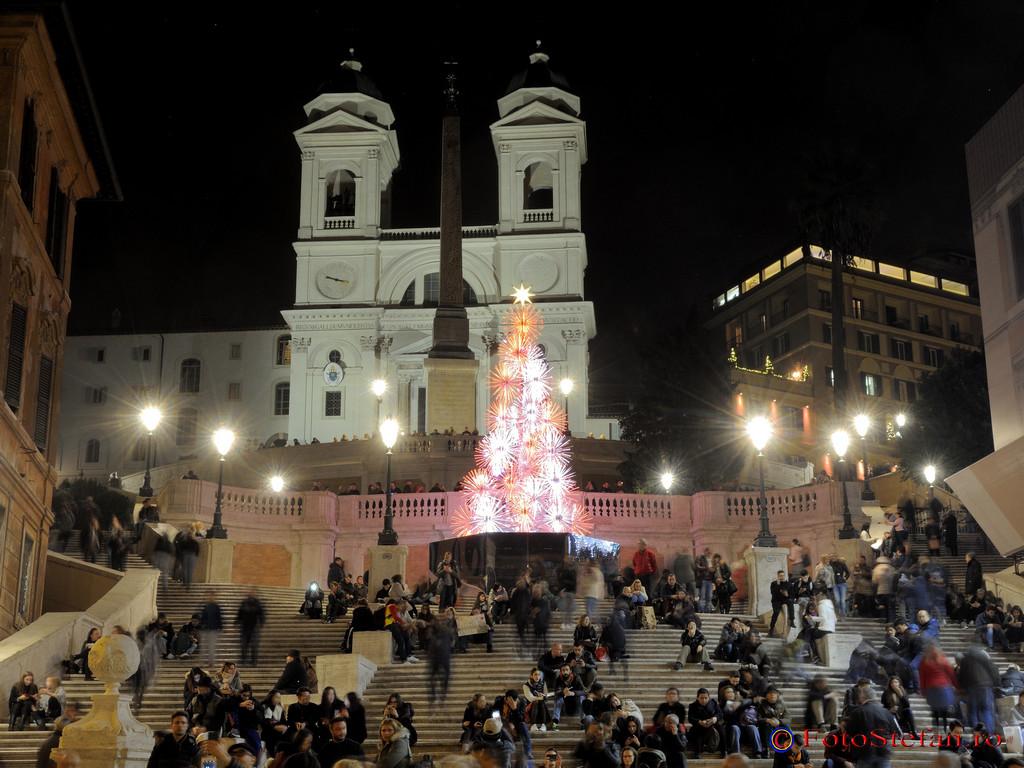 poze roma lumini craciun Piazza di Spagna Scalinata di Trinità dei Monti