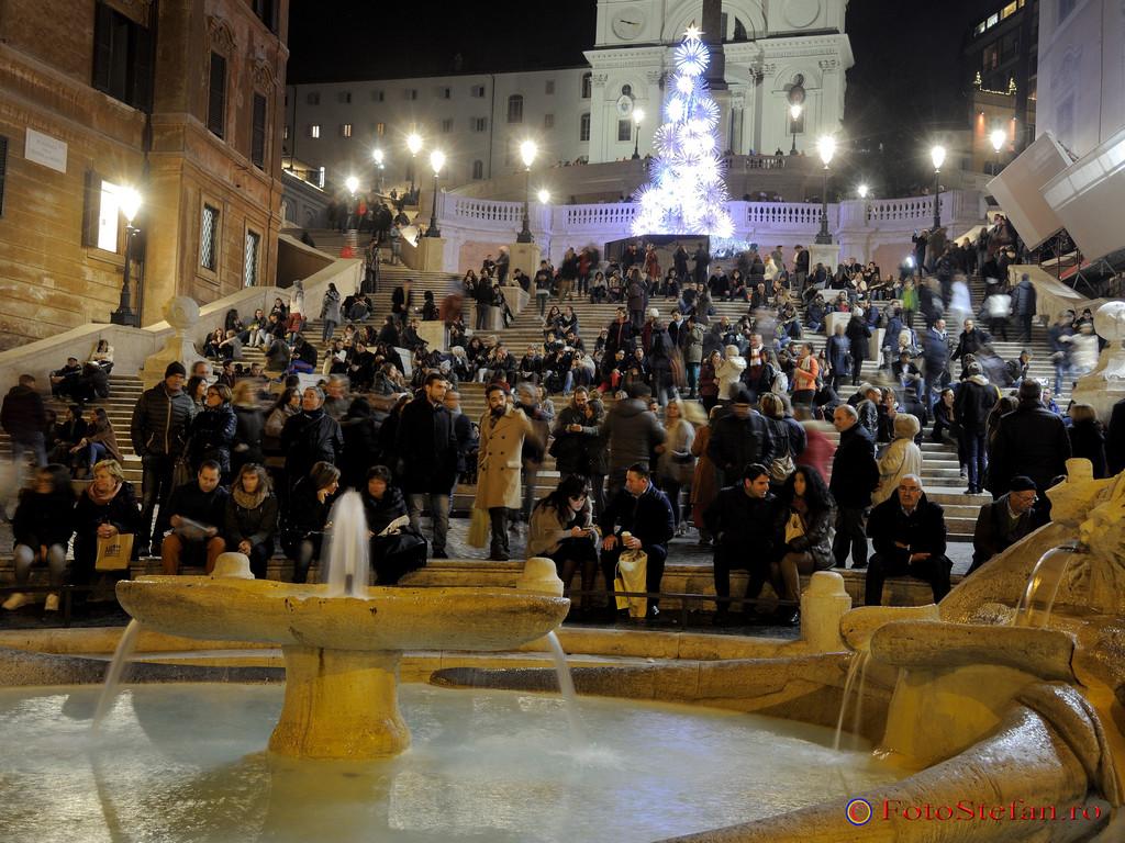 poza Fontana della Barcaccia piata Spaniei roma italia