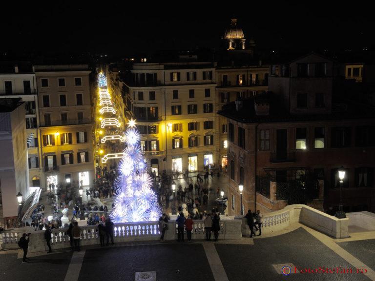 poze lumini craciun roma Piazza di Spagna Scalinata di Trinità dei Monti