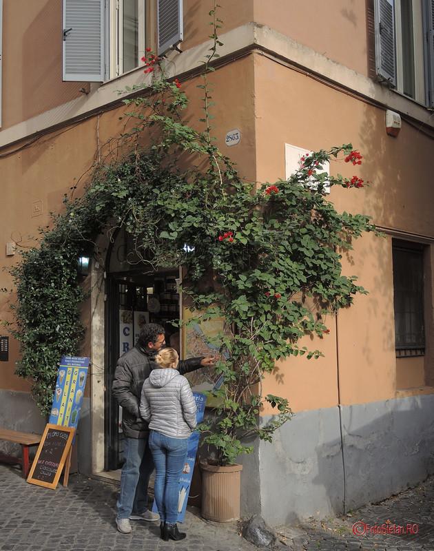 poze turisti cartierul Trastevere Roma Italia decembrie