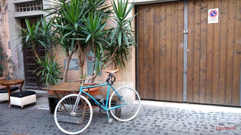 poza bicicleta cartierul Trastevere Roma Italia decembrie