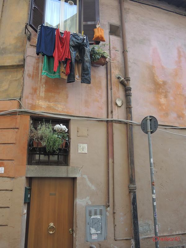poza rufe la uscat cartierul Trastevere Roma Italia decembrie