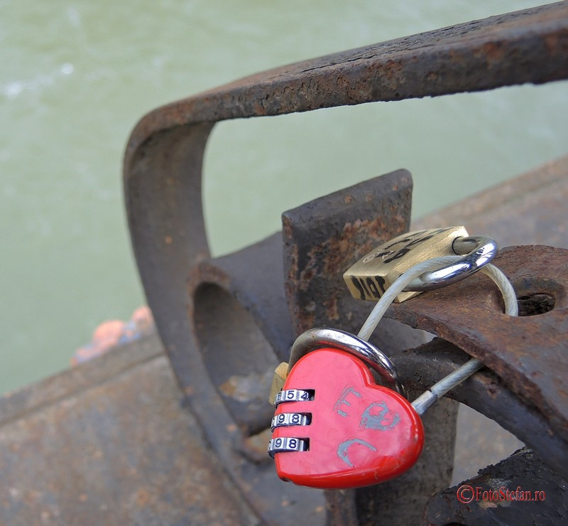 poze lacatele iubirii love locks roma italia