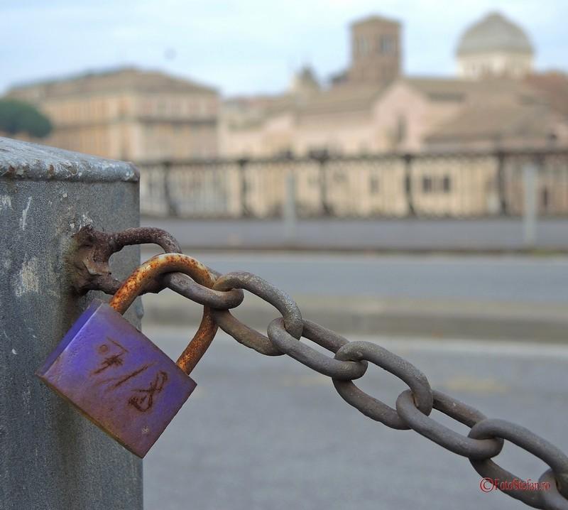 fotografii poze lacatele iubirii love locks roma italia