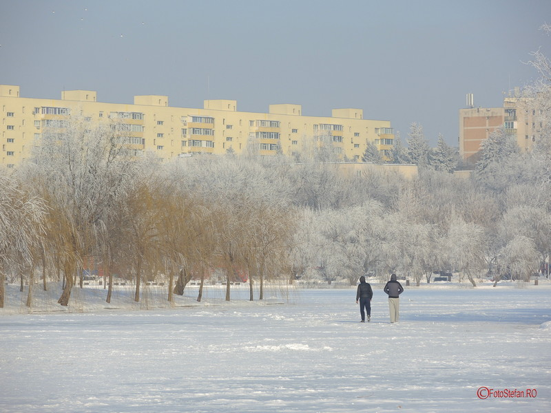 poze plimbare lac titan inghetat parc ior