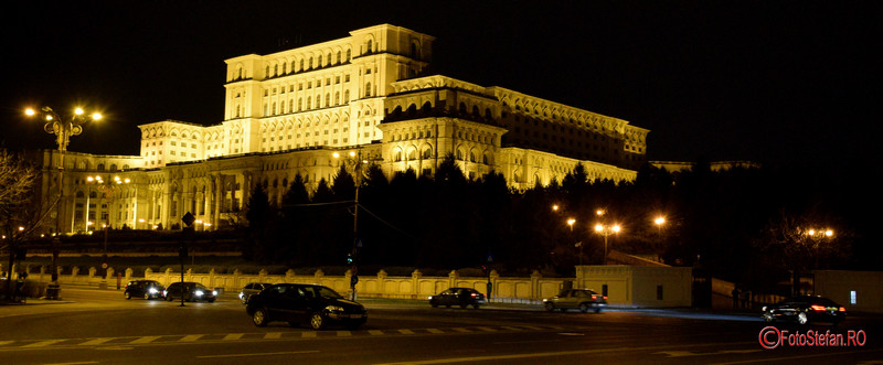 poza parlament casa poporului luminat seara
