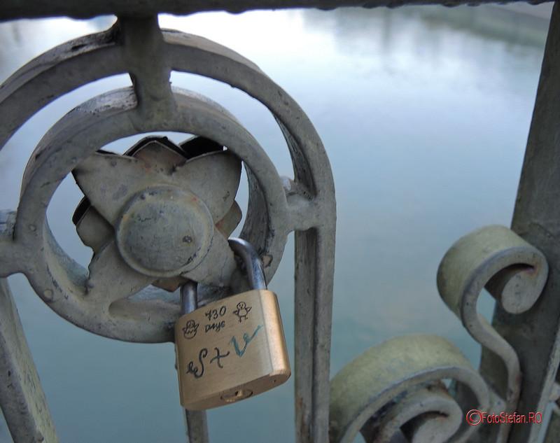 poze lacat de dragoste podul izvor bucuresti romania
