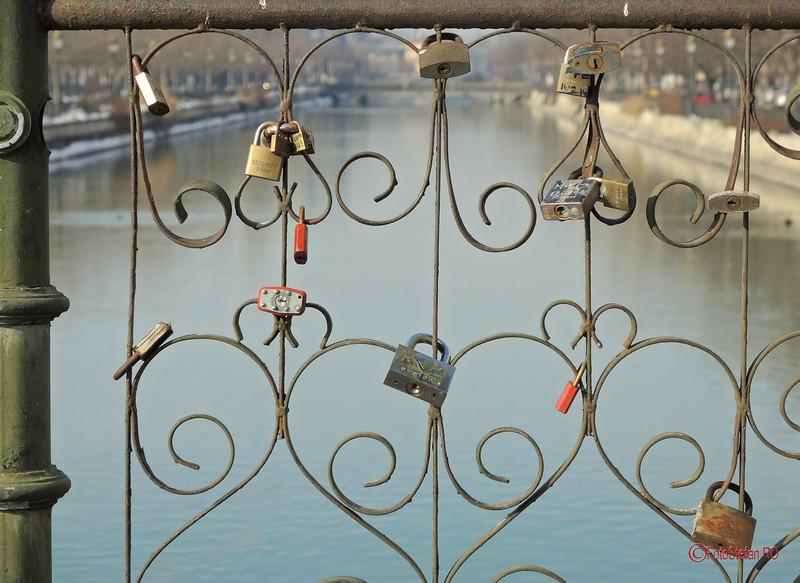 poza balustrada pod izvor bucuresti lacate de dragoste