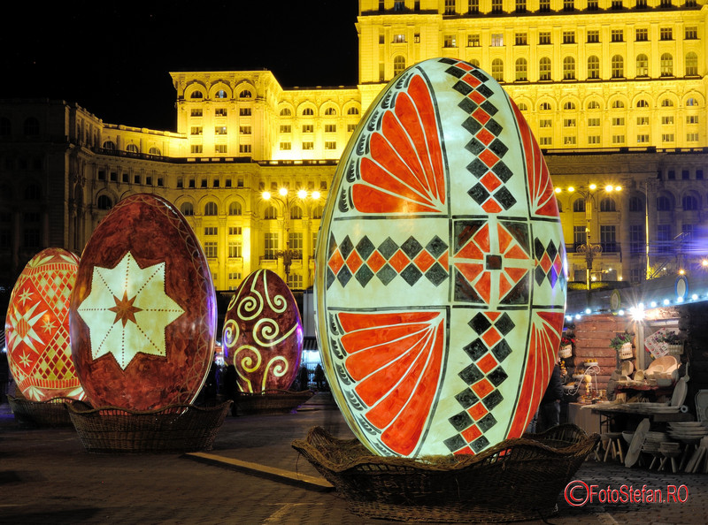 fotografii luminite decoruri oua Paste Bucuresti targ constitutiei