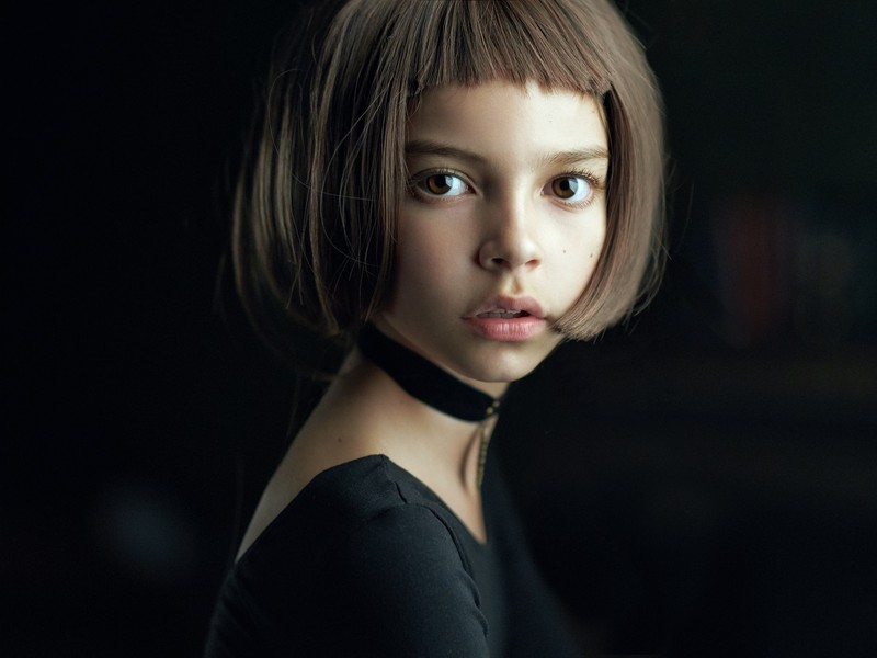 poza portret fata ochi mari rusoaica